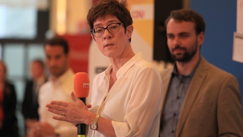 CDU-Generalsekretärin Annegret Kramp-Karrenbauer Zuhör-Tour Fulda