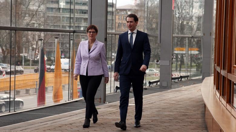 Rundgang durch die CDU-Bundesgeschäftsstelle: die CDU-Vorsitzende Annegret Kramp-Karrenbauer mit dem ÖVP-Vorsitzenden Sebastian Kurz