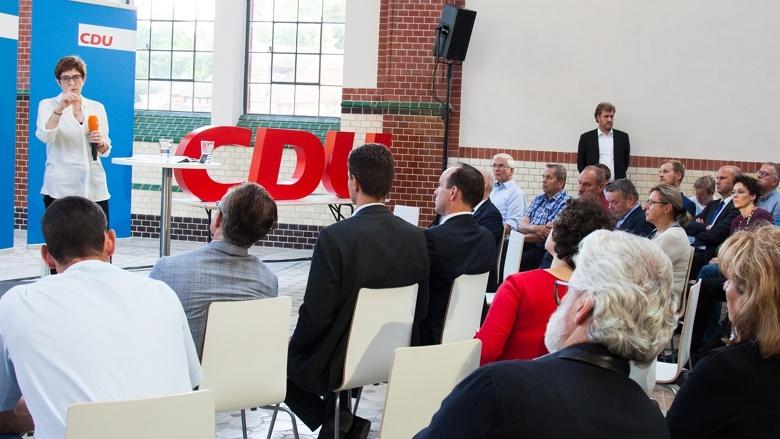 Setting während der Zuhör-Tour zum CDU-Grundsatzprogramm im Alten E-Werk in Cottbus