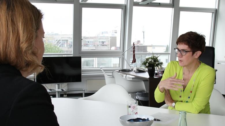 CDU-Generalsekretärin im Gespräch mit den Rerportern der BILD am Sonntag, Miriam Hollstein und Roman Eichinger