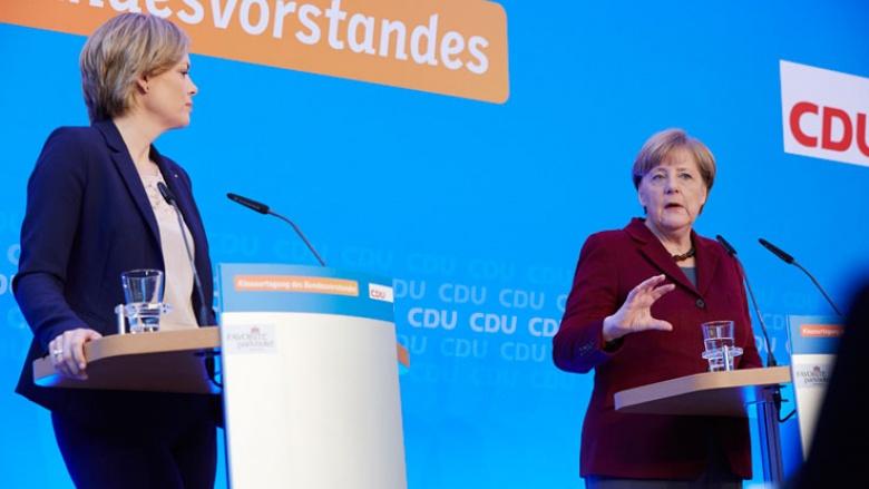 Julia Klöckner und Angela Merkel stellen die Mainzer Erklärung der Presse vor