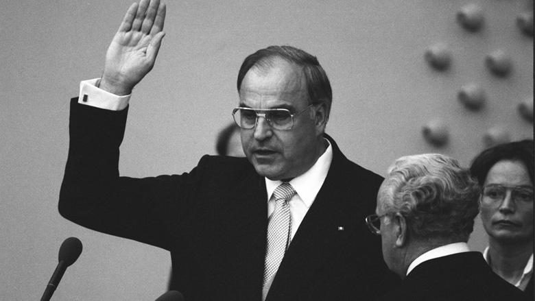 1982 wird Helmut Kohl als Bundeskanzler vereidigt