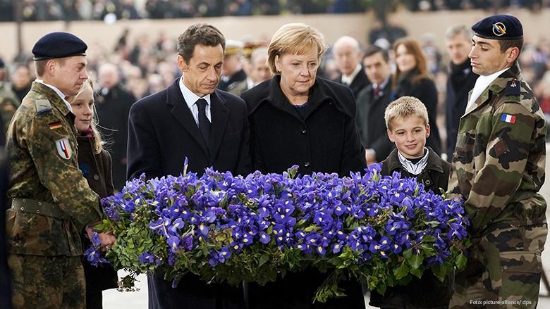 Bundeskanzlerin Merkel und der französische Präsident Nicolas Sarkozy nehmen in Paris gemeinsam an den Feierlichkeiten zum Ende des Ersten Weltkriegs teil.