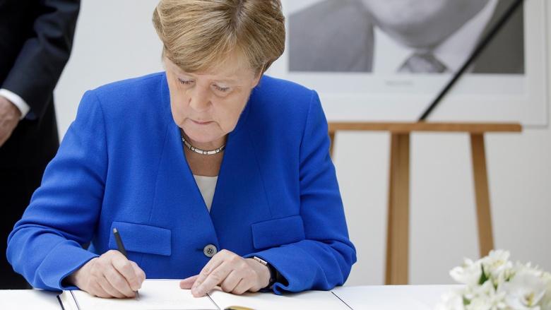 Kondolenzbuch für Helmut Kohl im Konrad-Adenauer-Haus