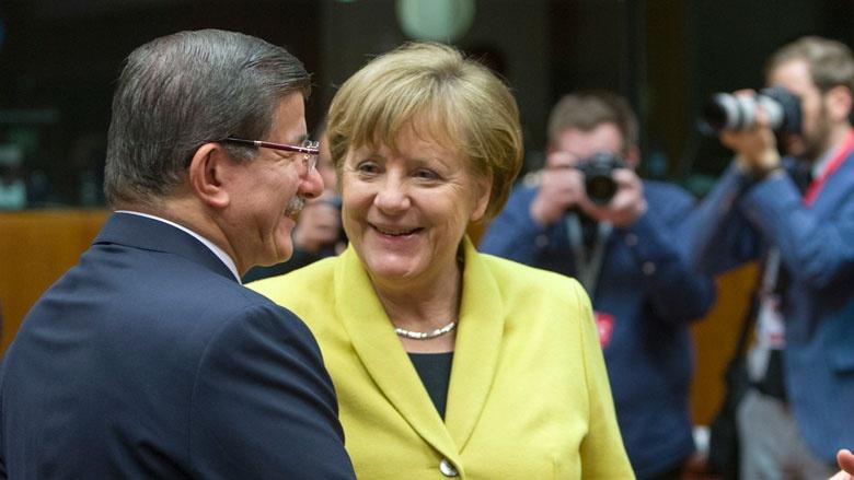 Ahmet Davutoğlu und Angela Merkel beim EU-Türkei-Gipfel