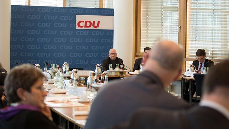 """Peter Tauber beim treffen """"Netzwerk Große Städte"""""""