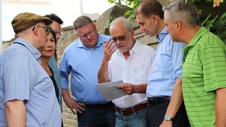 Markus Uhl besucht die Synagoge in St. Ingbert