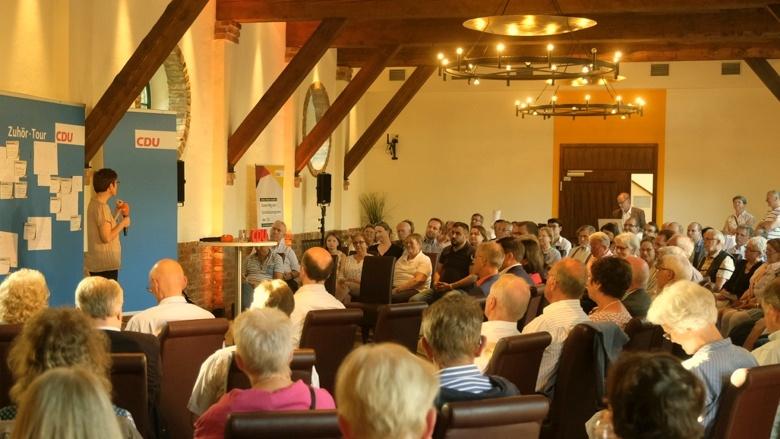CDU-Generalsekretärin Annegret Kramp-Karrenbauer Zuhör-Tour Verden Sehnde
