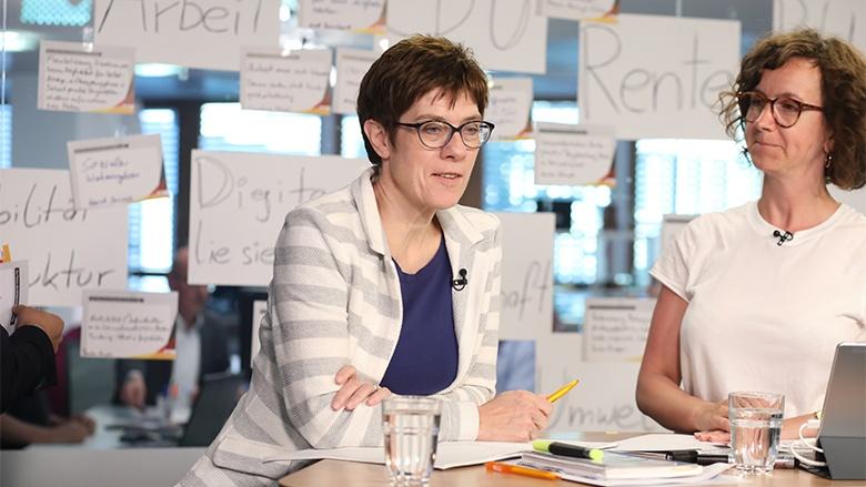 Zuhör-Tour mit CDU-Generalsekretärin Annegret Kramp-Karrenbauer aus dem KAH in Berlin