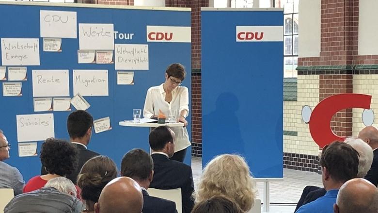 CDU-Generarsekretärin Annegret Kramp-Karrenbauer während der Zuhör-Tour in Cottbus