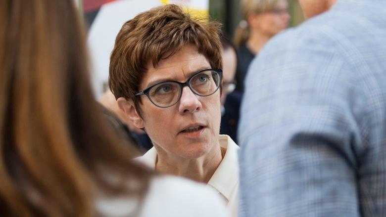 CDU-Generalsekretärin Annegret Kramp-Karrenbauer während der Zuhör-Tour in Cottbus