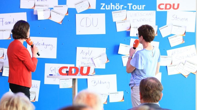 CDU-Generalsekretärin Annegret Kramp-Karrenbauer Ministerpräsident Hans Zuhör-Tour Saarbrücken