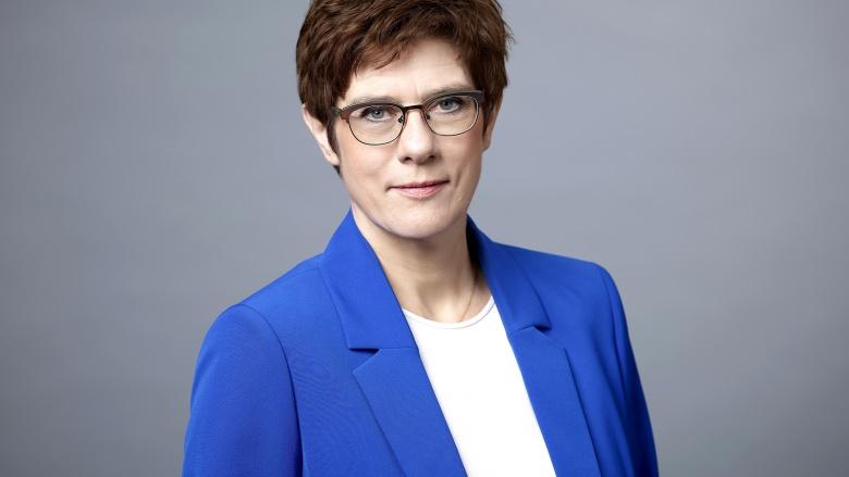 Kramp-Karrenbauer: Mut der Ostdeutschen hat Deutsche Einheit erst möglich gemacht