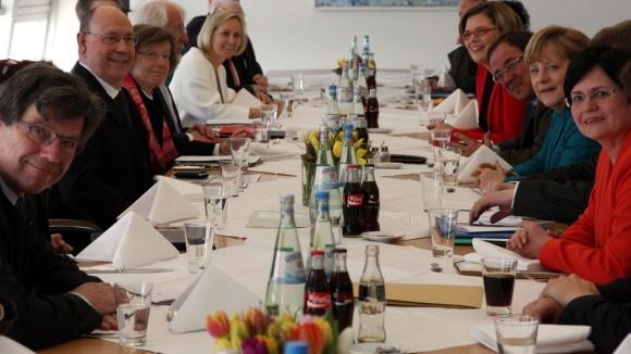 Foto: Gespräch zwischen CDU und EKD