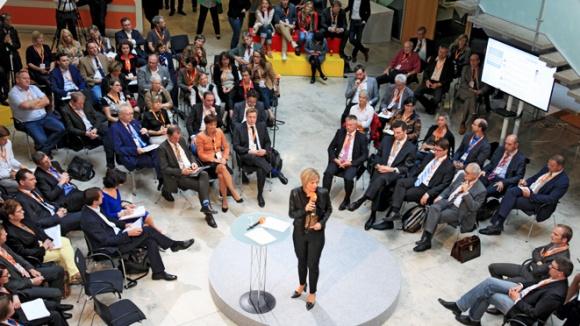 Julia Klöckner eröffnet die Open-Space-Veranstaltung zum Thema Nachhaltigkeit.
