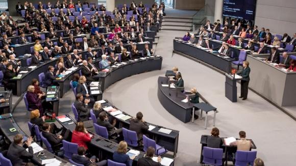 Bundeskanzlerin Angela Merkel vor dem Bundestag