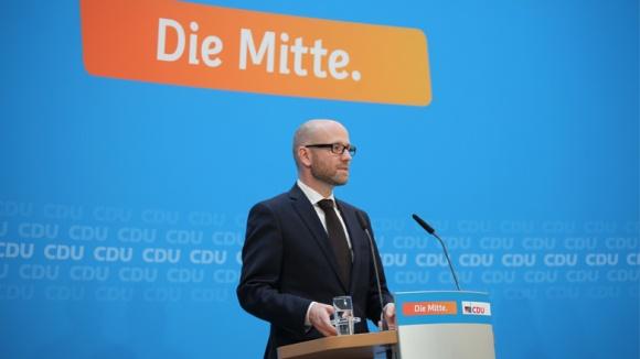 Peter Tauber bei der Pressekonferenz am 21. September 2015