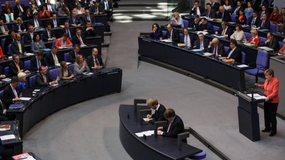 Angela Merkel bei der Regierungserklärung am 24. September 2015