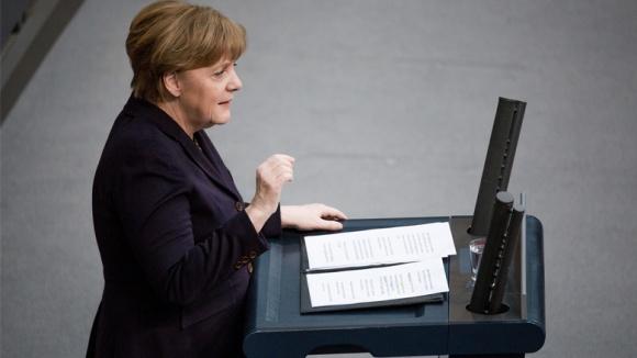 Bundeskanzlerin Angela Merkel bei ihrer Regierungserklärung im Bundestag