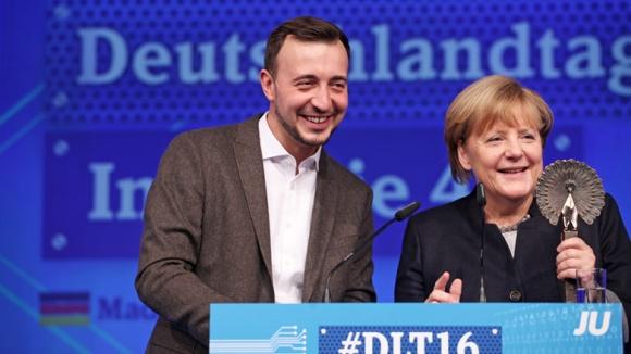Paul Ziemiak und Angela Merkel auf dem #dlt16