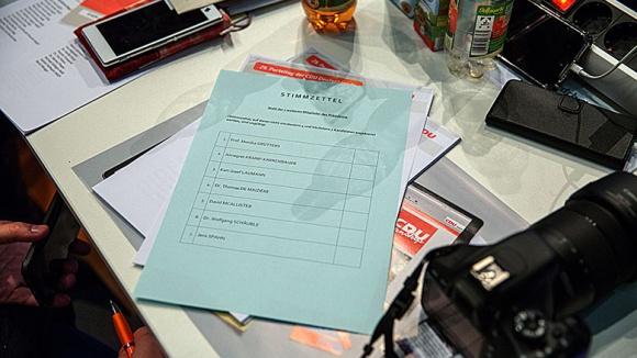 Stimmzettel beim 29. Parteitag der CDU Deutschlands