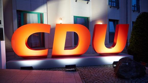 Angeleuchtete CDU-Buchstaben
