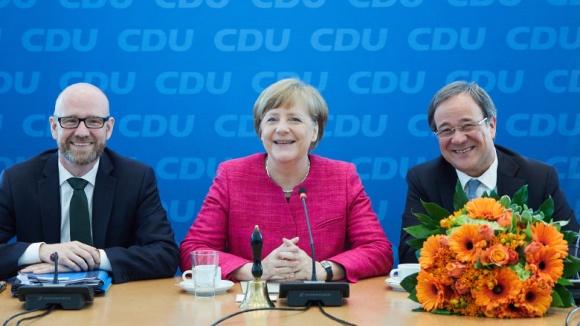 Blumen für Armin Laschet von Angela Merkel und Peter Tauber