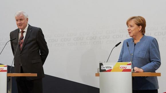 Horst Seehofer und Angela Merkel bei der gemeinsamen Pressekonferenz in Berlin