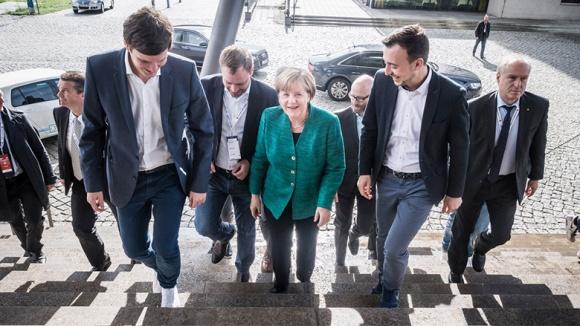 Merkel: Parteitag soll über Koalitionsvertrag abstimmen