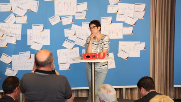 Generalsekretärin Annegret Kramp-Karrenbauer im Gespräch mit der CDU-Basis