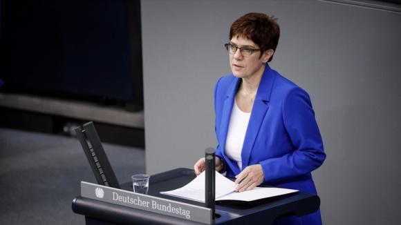 Die CDU-Vorsitzende und Verteidigungsministerin Annegret Kramp-Karrenbauer bei ihrer Rede vor dem Deutschen Bundestag.