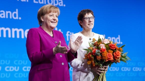 Angela Merkel und Annegret Kramp-Karrenbauer beim 30. Parteitag der CDU Deutschlands