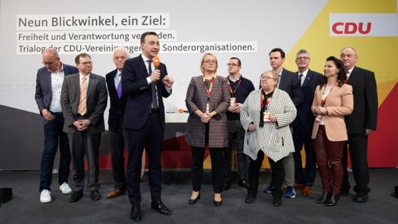 Auf dem Bild sieht man CDU-Generalsekretär Paul Ziemiak mit den Vertretern der Vereinigungen