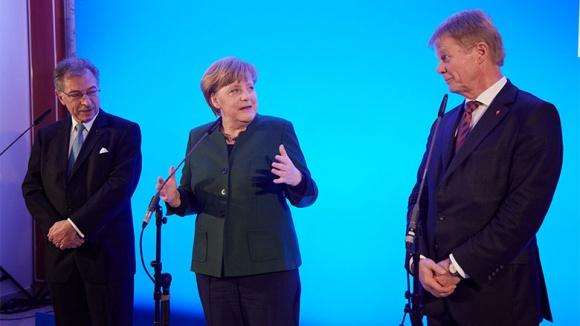 BDI-Chef Dieter Kempf, Bundeskanzlerin Angela Merkel und DGB-Chef Reiner Hoffmann
