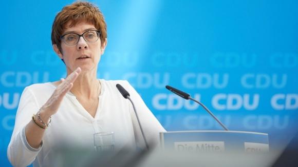 CDU-Generalsekretärin Annegret Kramp-Karrenbauer während der Pressekonferenz im Foyer des Konrad-Adenauer-Hauses