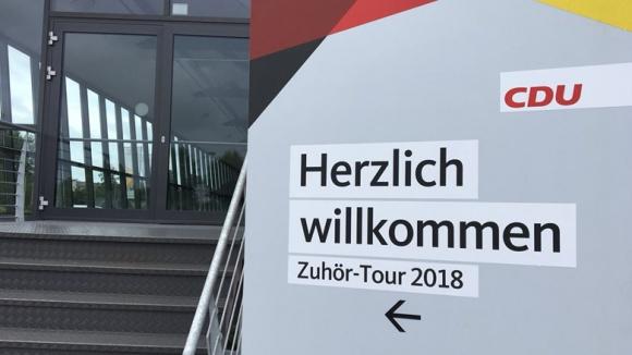 Auf dem Foto siet man den Eingang zum Kulturbahnhof in greifswald mit CDU-Hinweisschild.