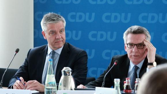 Netzwerk-Vorsitzender Frank Steffel und Sportminister Thomas de Maizière