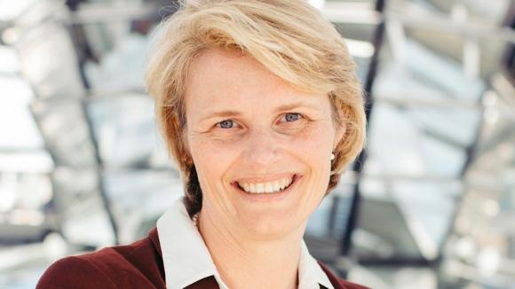 Auf dem Bild sieht man Anja Karliczek, Bundesministerin für Bildung und Forschung