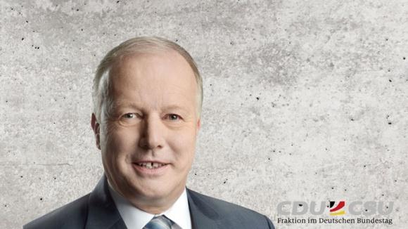 Auf dem Bild sieht man Peter Weiß, arbeitsmarkt- und sozialpolitischer Sprecher der CDU/CSU-Bundestagsfraktion