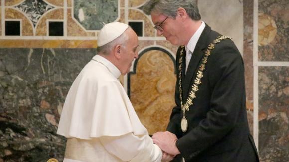 Papst Franziskus erhält Karlspreis