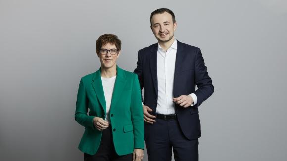 Pressefoto der CDU-Vorsitzenden Annegret Kramp-Karrenbauer und des CDU-Generalsekretärs Paul Ziemiak © Foto: CDU / Laurence Chaperon